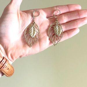 Jewelry - 18k gold feather earrings